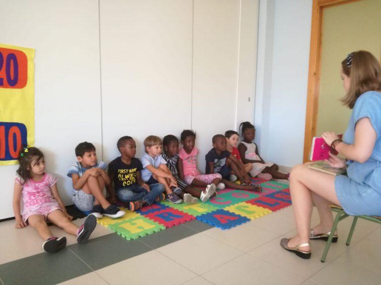 Aulas de español para niños y niñas inmigrantes