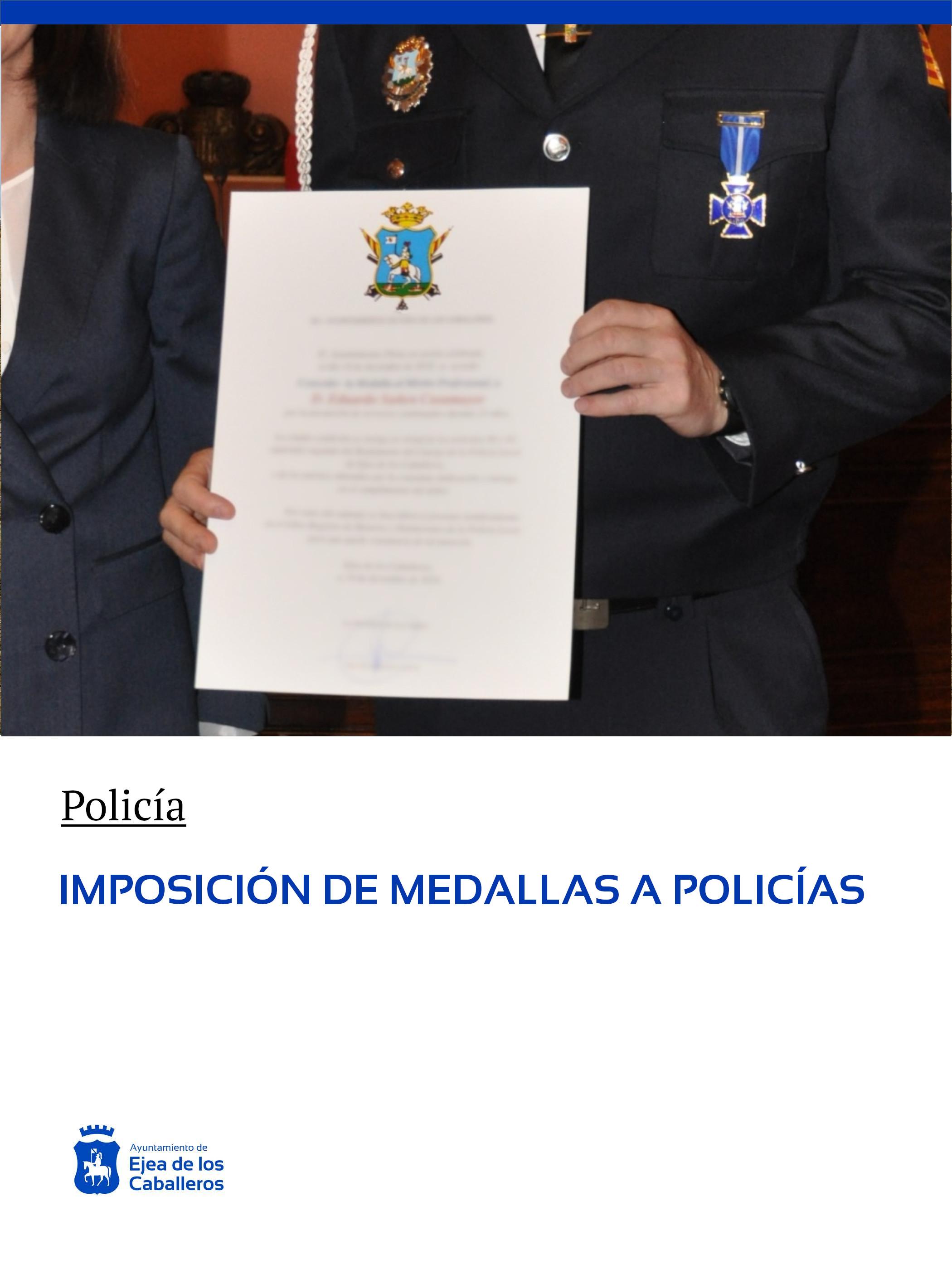 Imposición de medallas al mérito profesional, años 2018 y 2019, a varios miembros de la policía local